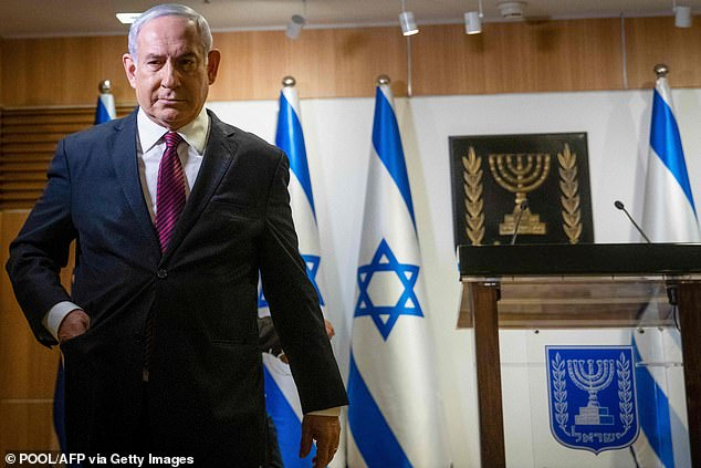 Israeli Prime Minister Benjamin Netanyahu has hit back at his own security agency boss over his calls for calm and warnings of bloodshed